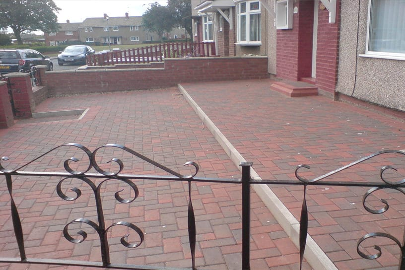 block-paved-patio-area-red-brick