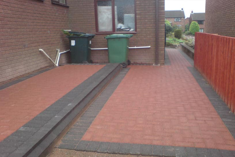 block-paving-red-grey-edging