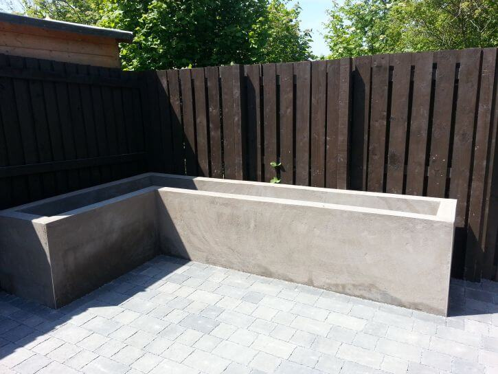 Raised_planter_patio_area