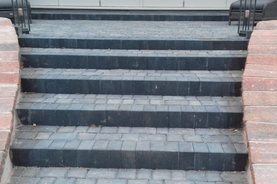 Cobbled-grey-patio-steps